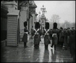 Main image of Topical Budget 900-2: Crowd Outside Buckingham Palace (1928)
