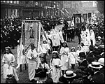 Main image of Topical Budget 247-1: Solemn Public Procession (1916)