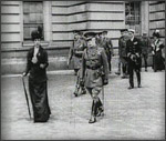 Main image of Topical Budget 312-2: At the Palace (1917)
