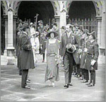 Main image of Topical Budget 569-1: King and Queen as Wedding Guests (1922)
