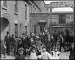 Main image of Mitchell and Kenyon: Workers Leaving T and W Lees (1901)