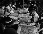 Main image of Topical Budget 289-1: Re-making Sacks for the Army (1917)